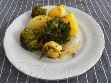 Ziemniaki z brokułem i cebulą