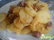 Ziemniaki z kiełbaską zapiekane