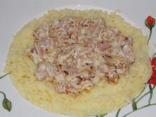 Ziemniaki z kiełbasowo śmietanowym sosem