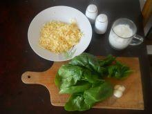 Ziemniaki z sosem serowo-szpinakowym