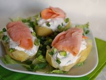Ziemniaki z twarożkiem i łososiem