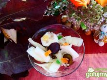 Zimna sałatka z melona i śliwek