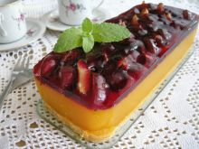 Zimny torcik mango ze śliwkami i nutką jagody
