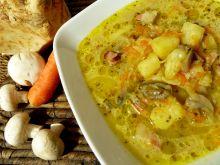 Zimowa zupa z wędzonym boczkiem i ziołami