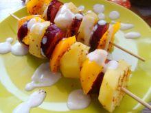 Zimowe szaszłyki z białym sosem