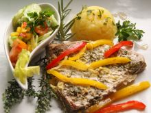 Ziołowe steki z tuńczyka - na parze