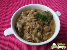 Żołądki z kurczaka w pieczarkowym sosie