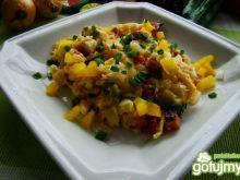 Żółta jajecznica z serem i papryką
