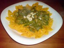 żółte kokardki z zielonym sosem