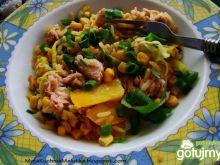 Żółty ryż z tuńczykiem