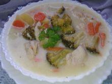 Zupa brokułowa z kurczakiem