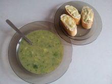Zupa brokułowa z pieczywem czosnkowym