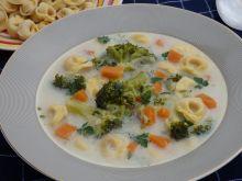 Zupa brokułowa z tortellini