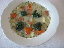 Zupa brokułowa ze śmietaną