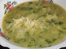 Zupa brokułowo-selerowa z serem cheddar
