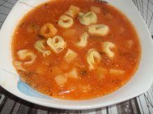 Zupa buraczkowa z tortellini