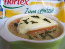 Zupa cebulowa z camemberem i masłem estragonowym