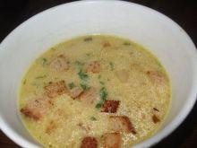 Zupa cebulowa z grzankami i chorizo