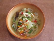 Zupa chińska z ryżowym makaronem