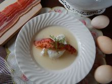 Zupa chrzanowa z jajkiem poszetowym