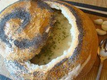 Zupa czosnkowa w bochenku