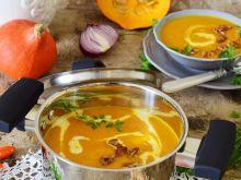 Zupa dyniowa z karmelizowanymi orzechami włoskimi