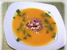 Zupa dyniowa z orzeszkami pini