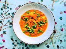 Zupa dyniowa z zielonym groszkiem