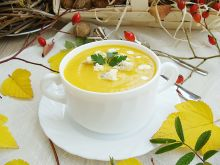 Zupa dyniowo-kukurydziana z serem lazur