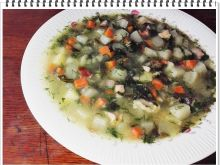 Zupa Eli z kalarepy z liśćmi kalafiora