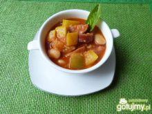 Zupa fasolowa z cukinią i papryką