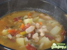 Zupa fasolowa z kiełbasą i dynią