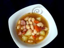 Zupa fasolowa z kiełbasą i ziemniakami