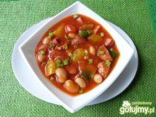 Zupa fasolowa z papryką i kiełbasą