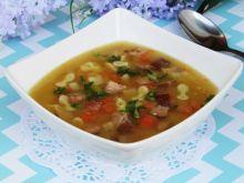 Zupa grochowa z makaronem i wędliną