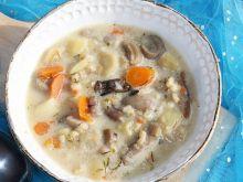 Zupa grzybowa z kaszą pęczak i ziemniakami