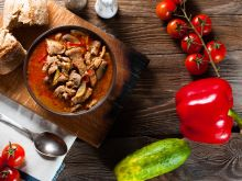 Jak ugotować zupę gulaszową?
