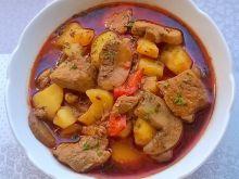 Zupa gulaszowa z brązowymi pieczarkami