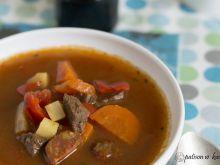Zupa gulaszowa z chorizo.