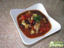 Zupa gulaszowa z fasolą czerwoną