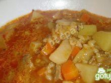 Zupa gulaszowa z kaszą jęczmienną