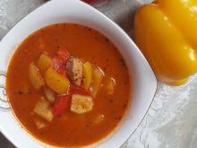 Zupa gulaszowa z ziemniakami i papryką
