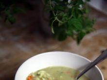 Zupa jarzynowa z kalafiorem i kaszą