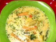 Zupa jarzynowa z kolorowym makaronem :