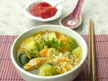 Zupa jarzynowa z sosem sojowym i wonton