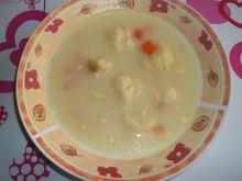Zupa kalafiorowa z marchewką i groszkiem