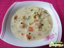 Zupa kalafiorowa z papryką i kluseczkami