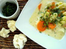 Zupa kalafiorowo-serowa z marchewką i groszkiem