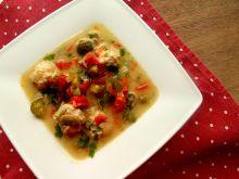 Zupa klopsowa z ogórkiem konserwowym i papryką