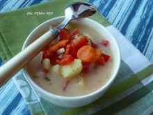 Zupa kolorowa z pomidorami i papryką